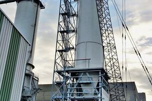 """<div class=""""bildtext"""">2 Silobau Thorwesten lieferte neben dem Großraumsilo auch Stahlbau und Subsysteme an Rheinkalk • In addition to the large-capacity silo Silobau Thorwesten also delivered steel constructions and subsystems to Rheinkalk</div>"""