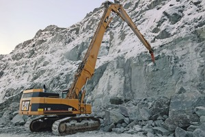 """<div class=""""bildtext"""">At the Siilinjärvi phosphate mine in Yara Suomi a Rammer 2155 hydraulic hammer is being mounted on a Cat&nbsp;345 CL&nbsp;excavator</div>"""