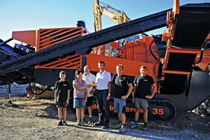 """<div class=""""bildtext"""">1 (From left to right): Brandhuber Dominik junior, Mrs and Mr Brandhuber senior, Robert Schmidt, Product Manager dsb innocrush as well as Thomas and Manfred Brandhuber</div>"""