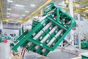 1 4-Deck Trocken Stack Sizer bei der Endkontrolle • 4-deck dry Stack Sizer during final inspection<br />