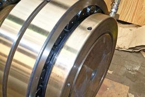 Die Pendelrollenlager von SKF werden in die Förderbandtrommeln für Schüttgutförderanlagen montiert • SKF spherical roller bearings are installed in the belt pulleys for bulk solids handling equipment
