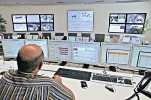 1 Überblick – Zentraler Leitstand eines Lagerplatzes • Overview – central control room for a stockyard area<br />