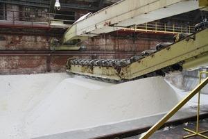 """<span class=""""bildunterschrift_hervorgehoben"""">9</span>Zwischenlagerung des aufbereiteten Salzes • Intermediate storage of the processed salt<br />"""