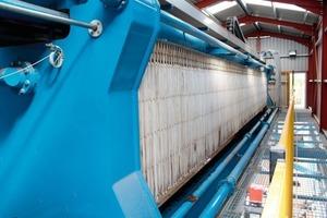 """<span class=""""bildunterschrift_hervorgehoben"""">1</span>Overhead beam filter press<br />"""