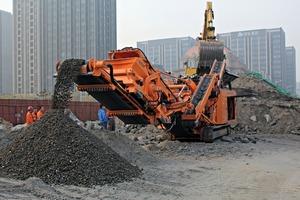 """<div class=""""bildtext"""">2 5500&nbsp;t Altasphalt und -beton wurden vor Ort aufbereitet • 5500&nbsp;t asphalt and concrete were processed on site</div>"""