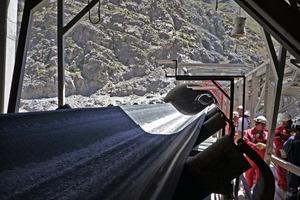 Förderbandanlage in der chilenischen Kupfererzmine Los Pelambres # Conveyor belt system in the Chilean Los Pelambres copper ore mine