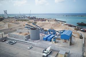 """<div class=""""bildtext"""">1 Blick auf die Recyclinganlage für Baustellenabfall und Bauschutt von ATCO in Aruba • View at the ATCO C &amp; D waste recycling plant in Aruba</div>"""
