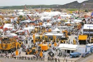 """<div class=""""bildtext"""">Ausstellungsgelände der Hillhead 2012 • Showground of Hillhead 2012</div>"""