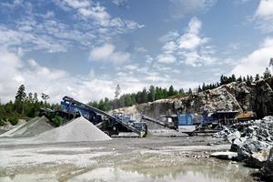 """<span class=""""bildunterschrift_hervorgehoben"""">2</span>Eingespieltes Team: Die MC&nbsp;120&nbsp;Z und die MCO&nbsp;11&nbsp;S bei der Verarbeitung von Granit in Schweden • Well-rehearsed team: The MC&nbsp;120&nbsp;Z and the MCO&nbsp;11&nbsp;S processing granite in Sweden"""