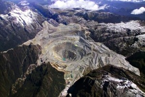 """<span class=""""bildunterschrift_hervorgehoben"""">9</span>Kupfermine Grasberg in Indonesien • Grasberg copper mine in Indonesia<br />"""