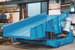 Hochleistungsschwingaufgeber von Mogensen, der für viele Aufgaben in Steinbrüchen eingesetzt wird # Heavy-duty Mogensen vibratory feeder used widely in the quarrying industry<br />