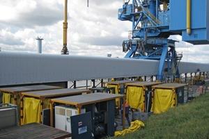 Schiffentladung mit einem Mietgebläse der Aerzen International Rental • Ship unloading by a leased blower from Aerzen International Rental