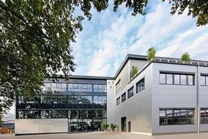 """<div class=""""bildtext"""">2 Neuer Haupteingang der Siebtechnik GmbH • New main entrance at Siebtechnik GmbH</div>"""