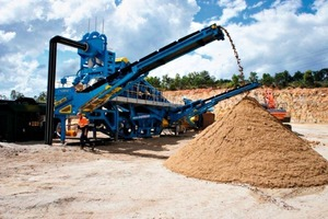 2 M2500 vor Halde mit gewaschenem Sand # M2500 and washed sand stockpile<br />