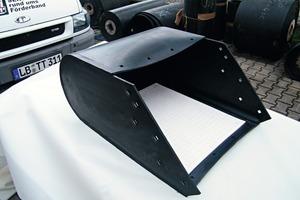 1 Vollgummigurttasche mit Keramikauskleidung # Moulded rubber pocket with ceramic liner