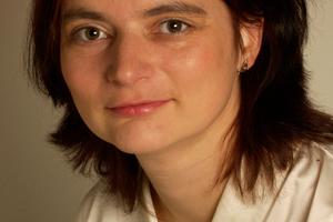 """<div class=""""bildtext"""">Dr. Petra Strunk</div> <div class=""""bildtext"""">Chefredakteurin der AT MINERAL PROCESSING</div> <div class=""""bildtext"""">Editot-in-chief of AT MINERAL PROCESSING</div>"""