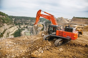 """<div class=""""bildtext"""">The new Hitachi ZX530LCH-6 has versatile features for a wide range of challenging working environments</div>"""