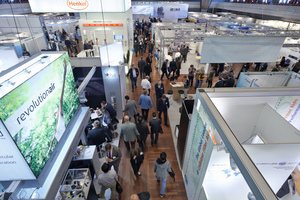 """<div class=""""bildtext"""">Filtech 2013 – Blick in die Messehalle • Filtech 2013 – View into the exhibition hall</div>"""