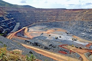 Goldmine in Tansania • Gold mine in Tanzania