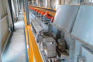 """<div class=""""bildtext"""">2 This belt conveyor ensures the piling of the bin material</div>"""