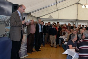 Olaf Drusche, Manager Design and Operations, welcomes the guests<br />