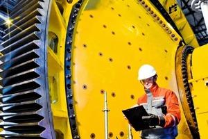 Die Leistungen von Outotec helfen den Kunden, während des gesamten Lebenszyklus die Leistungsfähigkeit der Ausrüstungen, des Verfahrens und der Anlage aufrechtzuerhalten und zu verbessern • Outotec's services help customers to maintain and improve efficiency during the whole life-cycle of the equipment, process and plant<br />
