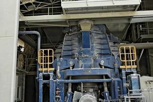 Loesche Vertikalwälzmühle des Typs LM 19.2 für Kalksteinvermahlung • Loesche vertical roller mill of the type LM 19.2 for limestone grinding<br />