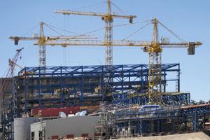"""<div class=""""bildtext"""">Turmdrehkrane vom Typ 1250 HC in der """"Minera Siera Gorda"""" • 1250 HC tower cranes at the """"Minera Sierra Gorda""""</div>"""