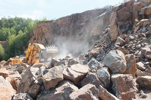 7 Arbeit an der Abbruchwand im Granitsteinbruch Böhmischbruck • Working at the face of the Boehmischbruck granite quarry<br />