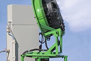 """<div class=""""bildtext"""">1Wassernebel zur Staubniederhaltung: Naltec-System mit Drehventilator • 1 Water fog for dust suppression: Naltec system with rotating fan</div>"""