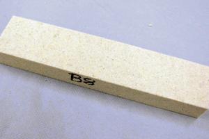 """<div class=""""bildtext"""">5 Gebundener Probekörper (260x60x45&nbsp;mm³) • Bonded specimens (260&nbsp;x 60&nbsp;x 45&nbsp;mm³)</div>"""