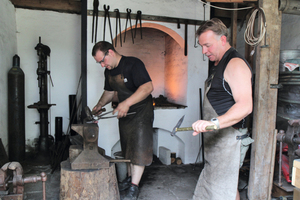 4 Christian Herrmann and Frank Gronwald in the blacksmith's forge making pickers