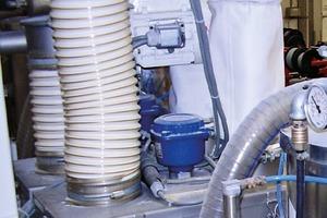 """<span class=""""bildunterschrift_hervorgehoben"""">2</span>In sehr staubiger Umgebung – wie hier in einem Silo mit Kunststoffpulver – misst der Drehflügelmelder ROTONIVO<sup>®</sup>6000 zuverlässig durch seine optimale Staubabdichtung • In very dusty environments – plastic powder within a silo – the paddle switch ROTONIVO<sup>®</sup>6000 offers total reliability due to its optimal dust protection"""