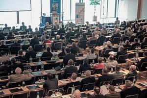 In diesem Jahr findet die Veranstaltung mit etwa 500 Teilnehmern im Kongresszentrum Eurogress in Aachen statt • This year the event will take place with about 500 participants at the congress centre Eurogress in Aachen