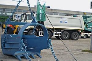 Schleppschaufel für Seilbagger • Dragline buckets for cable dredgers<br />