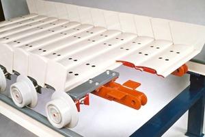 Buckelplattenband von AUMUND # Arched-plate apron feeder from AUMUND<br />
