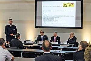 "<div class=""bildtext"">DSIV-Versammlung auf der Schüttgut 2014 • DSIV Meeting at the Bulk Solids 2014</div>"