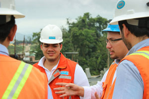 Said Vivas, Business Line Manager, Sandvik Mobile Crushers and Screeners, in discussion with the customers
