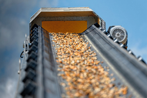 "<div class=""bildtext"">10 Zuschlagstoff auf dem Förderband Aggregate on the conveyor belt</div>"