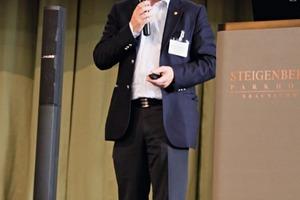 """<span class=""""bildunterschrift_hervorgehoben"""">4</span>Prof. Dr. Magnus Evertsson spricht die Einladung nach Göteborg aus<br />Prof. Dr. Magnus Evertsson issues the invitation to Gothenburg"""