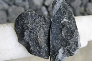 """<div class=""""bildtext"""">7Der STEINERT XSS T eignet sich auch zur Aufbereitung von Chromiterz • The STEINERT XSS T is also suitable to process chromite</div>"""