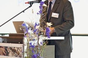 "<span class=""bildunterschrift_hervorgehoben"">3</span>Arnaud Colson (Frankreich), Präsident des UEPG (Union Européenne des Producteurs de Granulats/Europäischer Gesteinsverband) • Arnaud Colson (France), President of the UEPG (Union Européenne des Producteurs de Granulats/European Rock Association)"