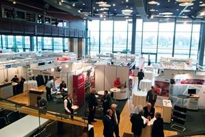 """<span class=""""bildunterschrift_hervorgehoben"""">10</span>Blick in die Ausstellungshalle • View of the exhibition hall"""