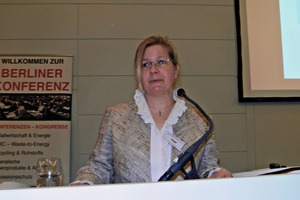 """<div class=""""bildtext"""">Chairperson Dr.-Ing. Stephanie Thiel, of vivis Verlag GmbH, Neuruppin, during the opening of the plenary meeting</div>"""