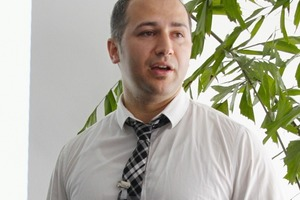"<span class=""bildunterschrift_hervorgehoben"">12</span>Dr. Peyman Oghazi<br />"
