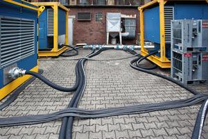 """<div class=""""bildtext"""">5Die Druckluft-Leitungen wurden überwiegend mit flexiblen Schläuchen realisiert • The compressed air pipings were mainly realised by means of flexible hoses</div>"""