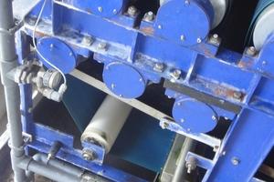 Im Pressbereich durchläuft der Schlamm zwischen Ober- und Untergurt mit 8 bar Bandspannung elf Walzen des Walzenregisters