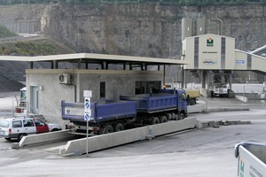 """<div class=""""bildtext"""">Truck weighing machine</div>"""
