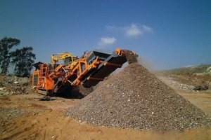 """<div class=""""bildtext"""">1 The Rockster R700S with screen box and return belt shows consistent performance in waste recycling in Johannesburg</div>"""