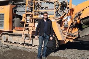 2 Martin Trummer vor seinem Prallbrecher&nbsp;R1100 • Martin Trummer in front of his impact crusher R1100<br />